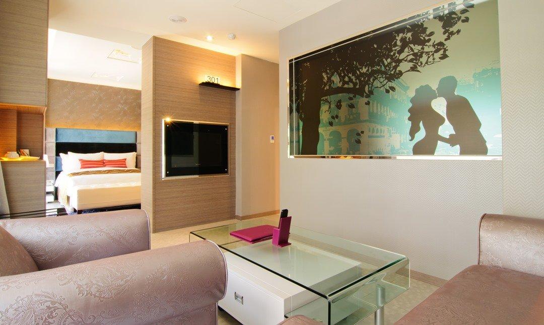艾森堡時尚Motel-時尚商務四人房 | 全通路最優惠