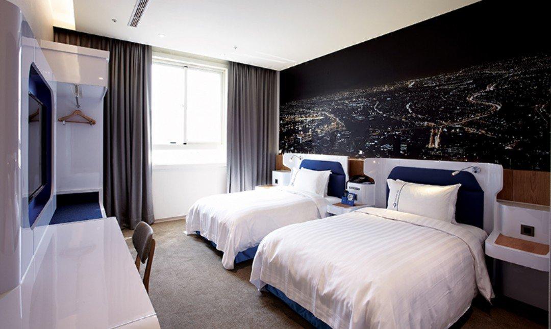 頭等艙飯店•台中綠園道館-豪華雙床房