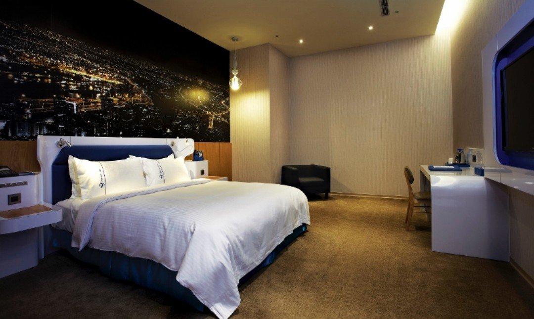 頭等艙飯店•台中綠園道館-訂房送150里|假日精緻客房