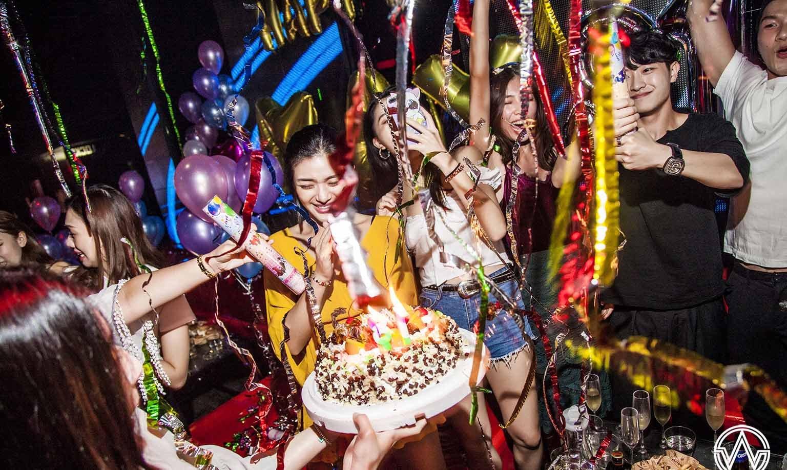 WAVE Club | 台北101/世貿站-女生暢飲 | VIP通道入場 | 直擊 101 煙火