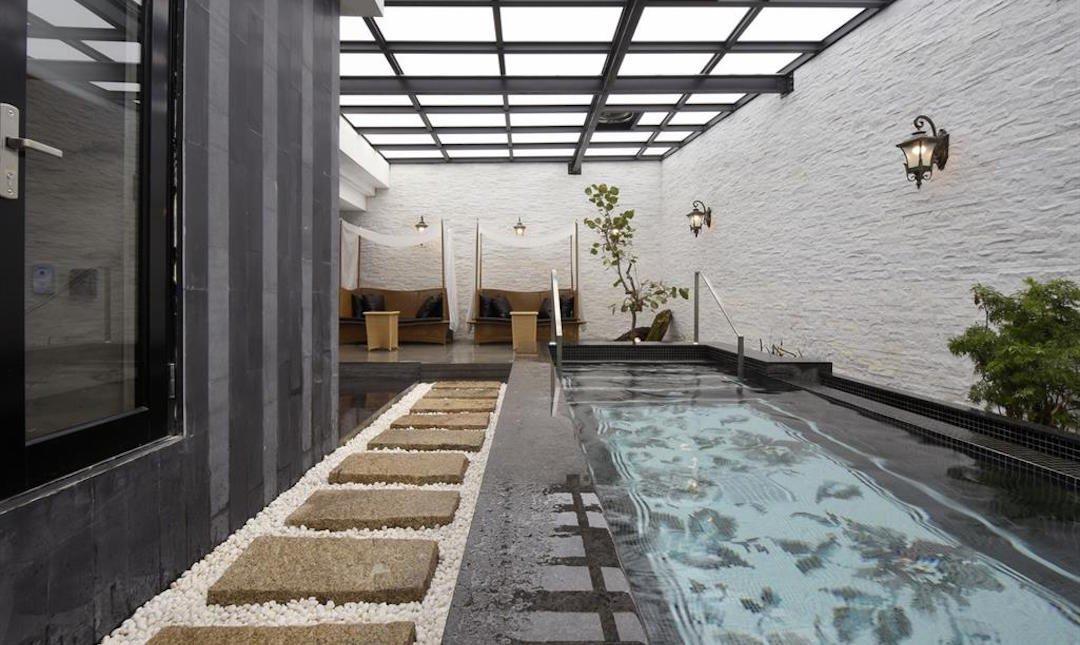 雲河概念旅館-穹頂 KTV + 泳池 + 岩盤浴房