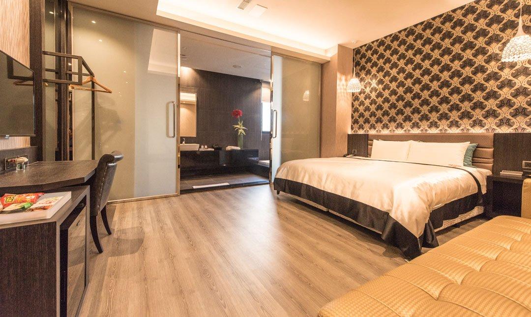 Mulan Villa Spa Motel Taichung-Business Suite with Garage & Bathtub