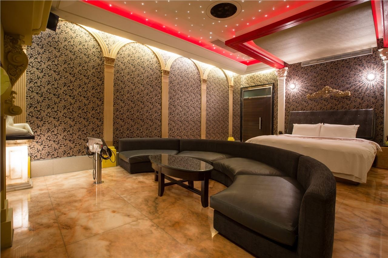 Seven Star Motel-Party Room with KTV for 4 Pax 3.5h