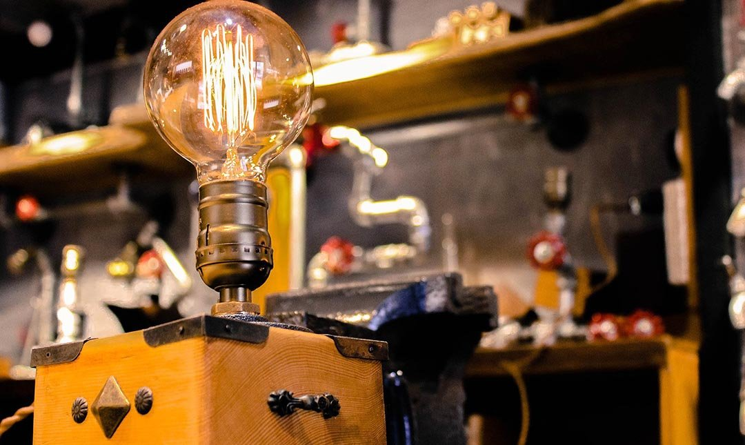 HUBOX 誠品松菸店-Q比克造型桌燈 DIY