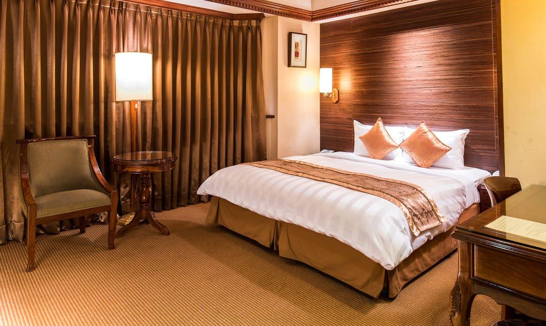 新凱商務飯店-雙人客房〡一大床休息 2h