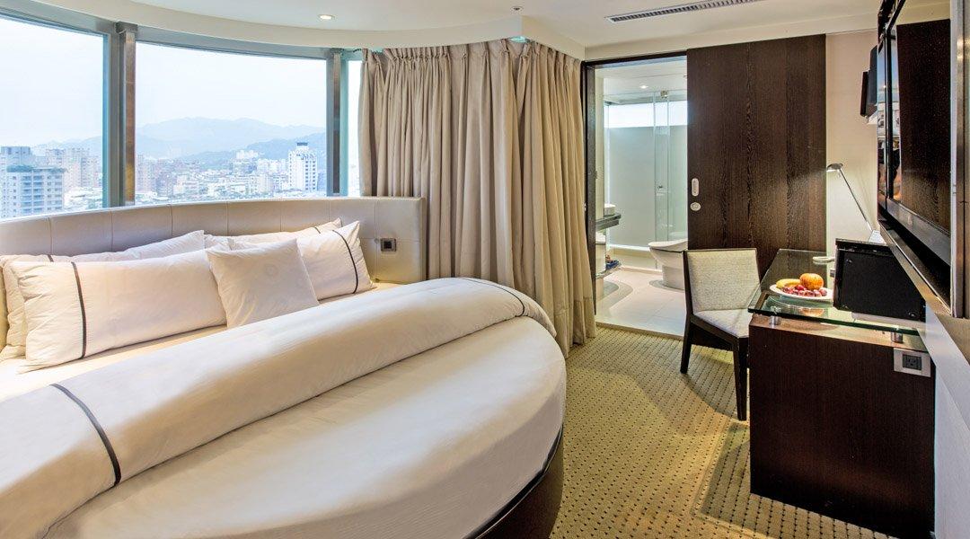 柯達大飯店 台北敦南店-景觀圓床房|含車位 + 贈水果酒