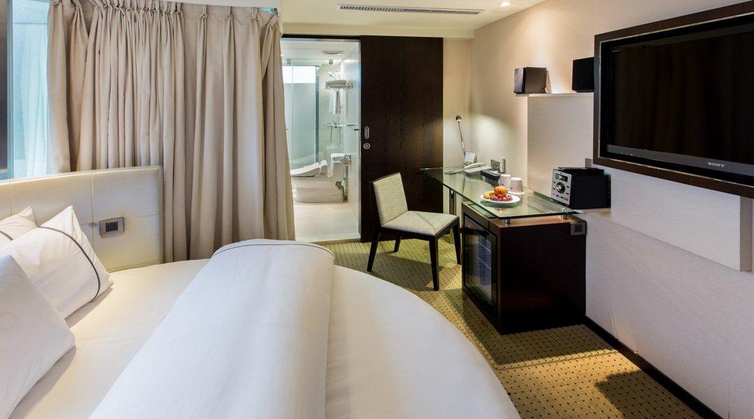 柯達大飯店 台北敦南店-景觀圓床房 12h|含車位 + 贈水果酒
