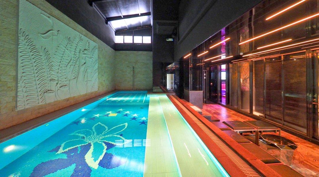 美麗殿精品旅館-皇家池畔 8人派對房