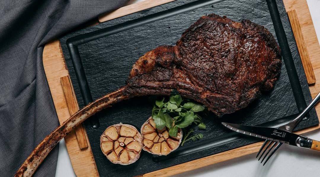 台北喜來登 安東廳-澳洲和牛乾式熟成戰斧牛排(四人份)