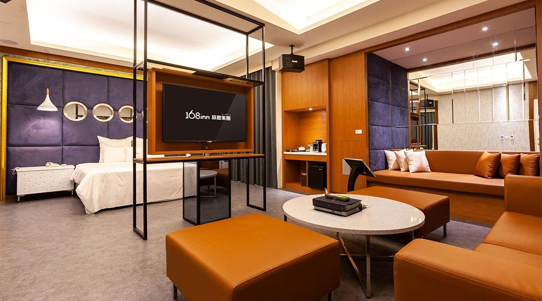 Broadway Motel-Double Room with KTV & Bathtub