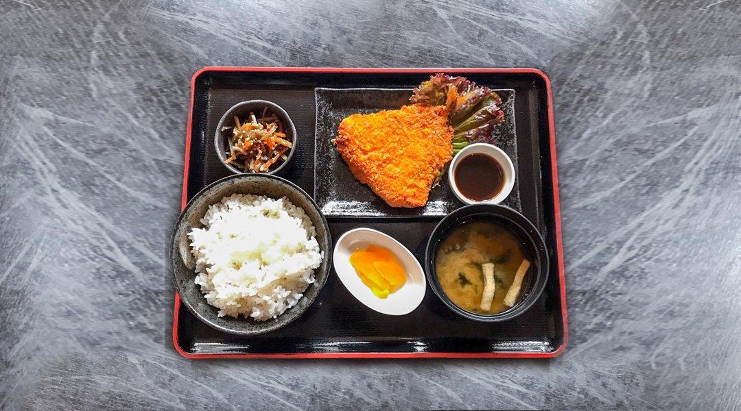 焼魚食堂-炸竹筴魚定食套餐|附 1 杯飲品