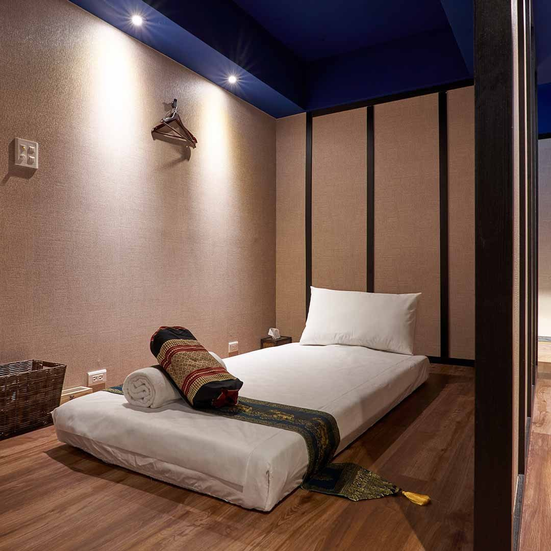 private-place-and-massage-bed