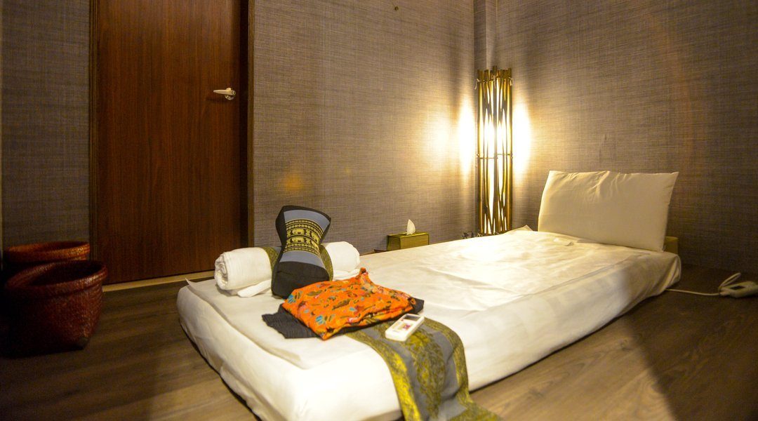 private-room-and-massage-bed