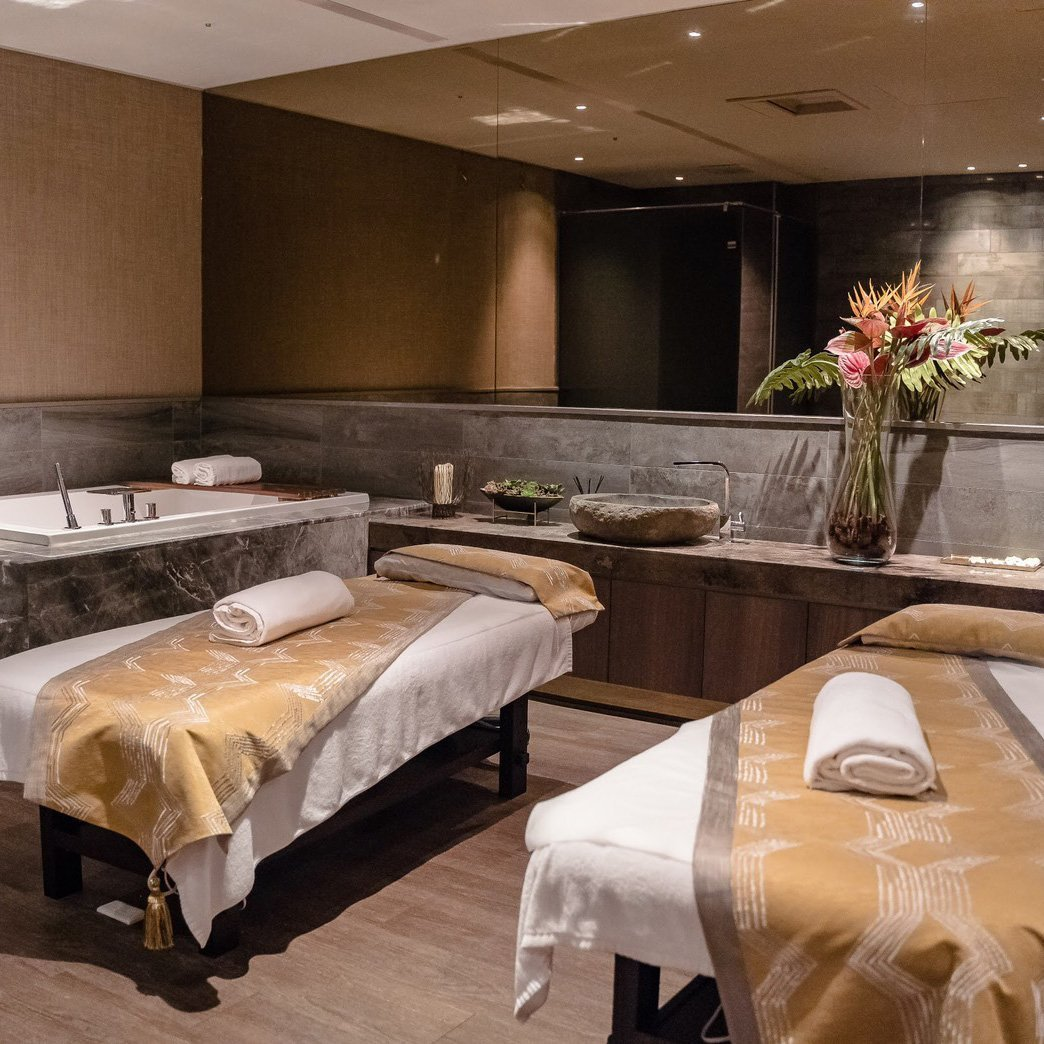 massage-bed-and-sink