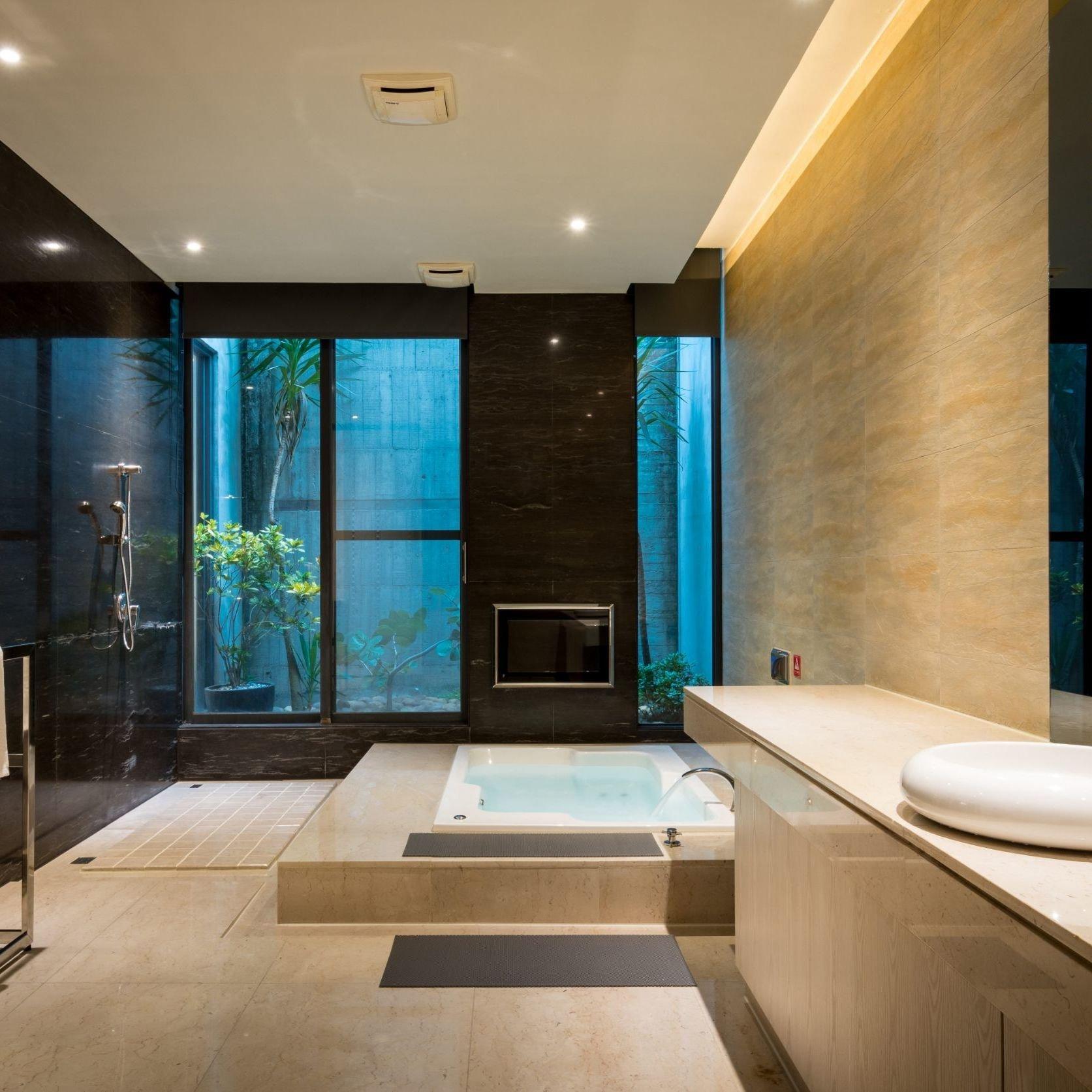 huge-bath