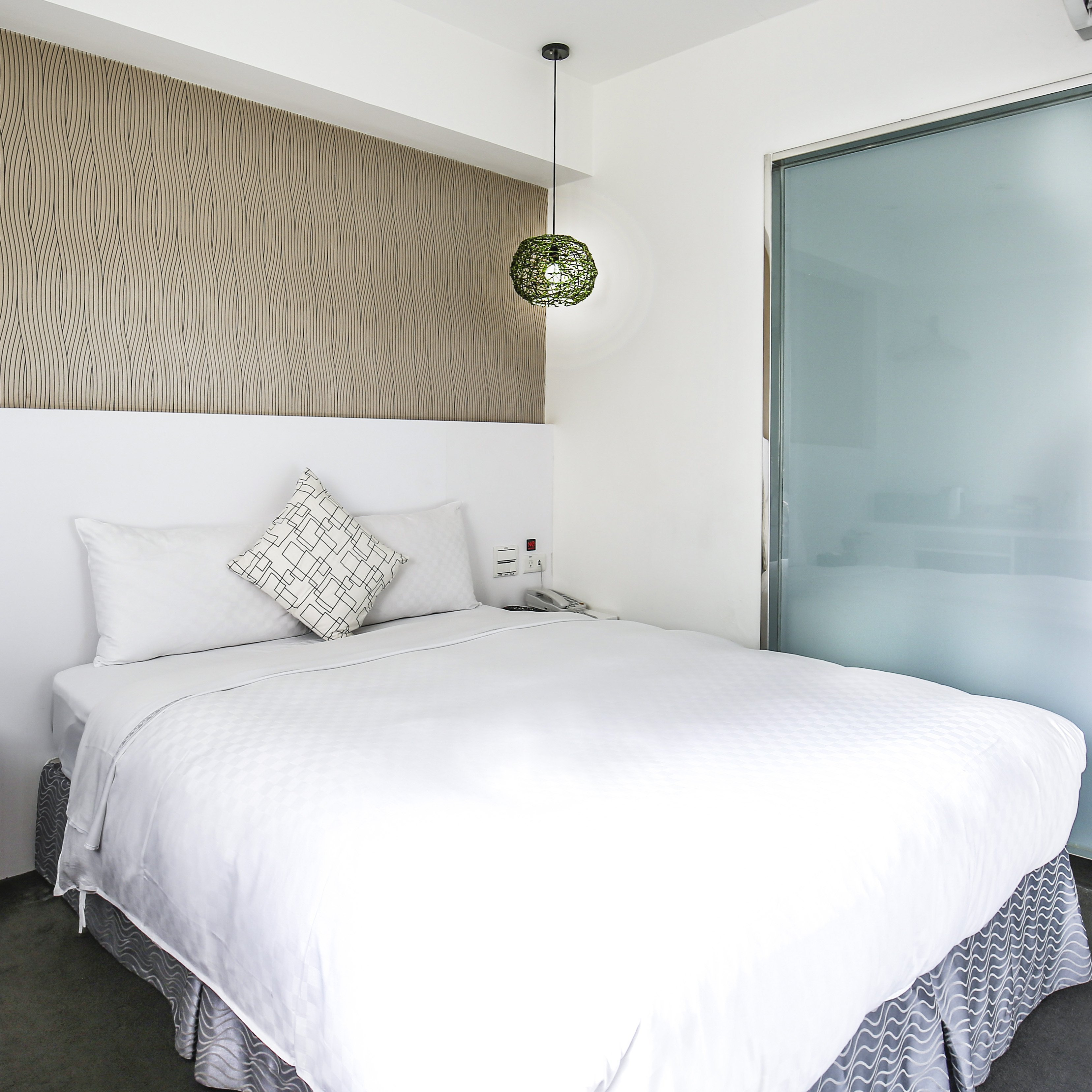 white-style-room